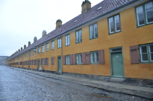 rue copenhague baraquement couleur orange
